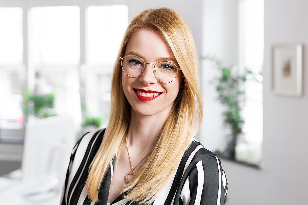 Claire Mucenieks, Mediendesignerin, Portraitfoto
